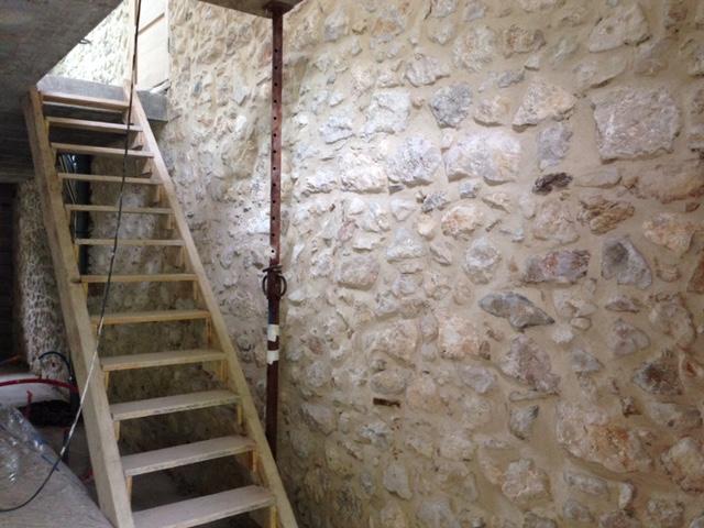 Re-jointage de mur en pierre collonges 01550
